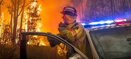 Mundaring fire 222 courtesy dfes incident photographer evan collis carousel
