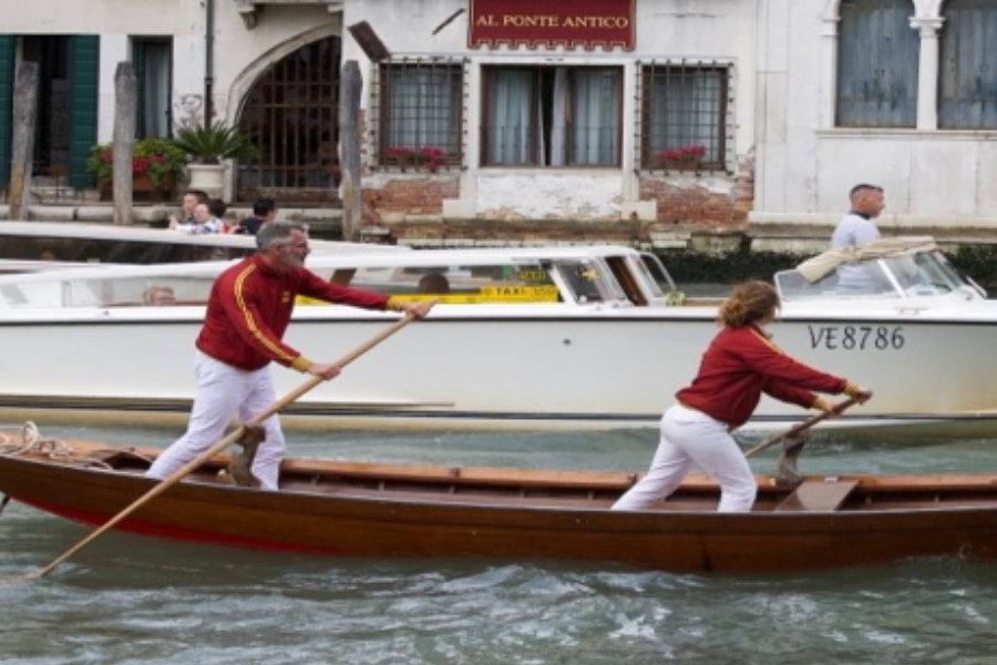 A Classic Venetian Sandolo Banner