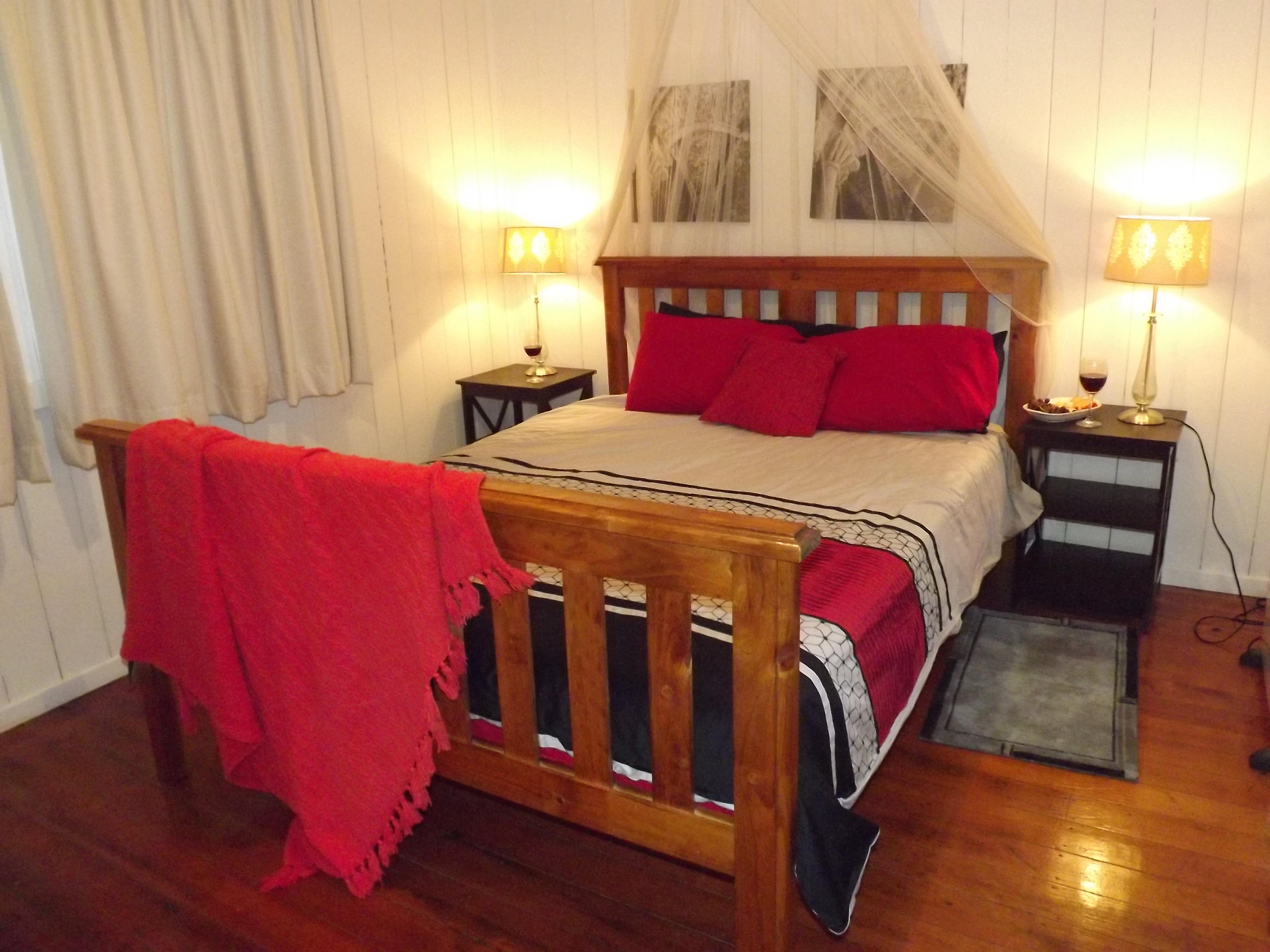 Queen bedroom gallery image