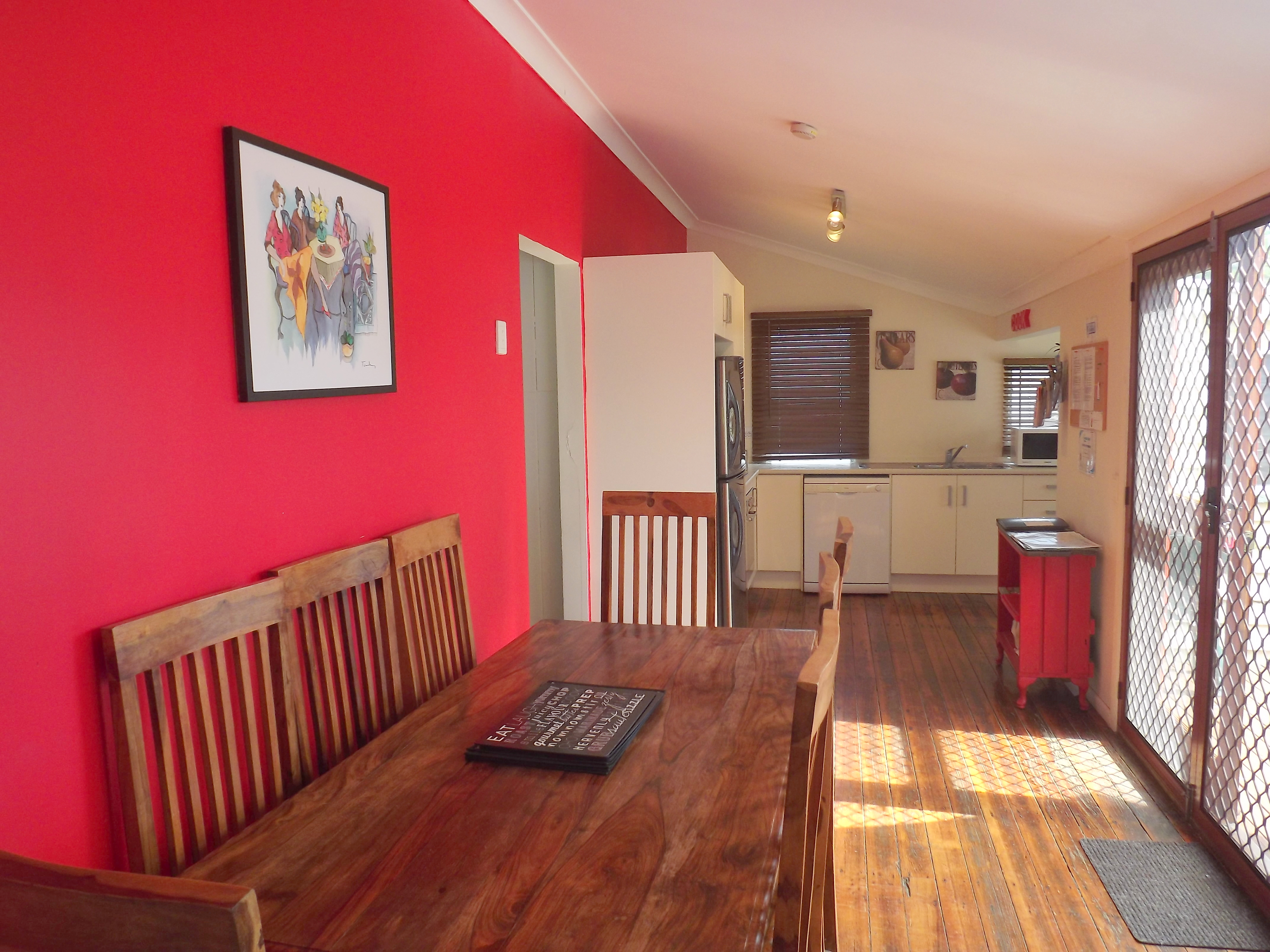 Kitchen/dining area gallery image