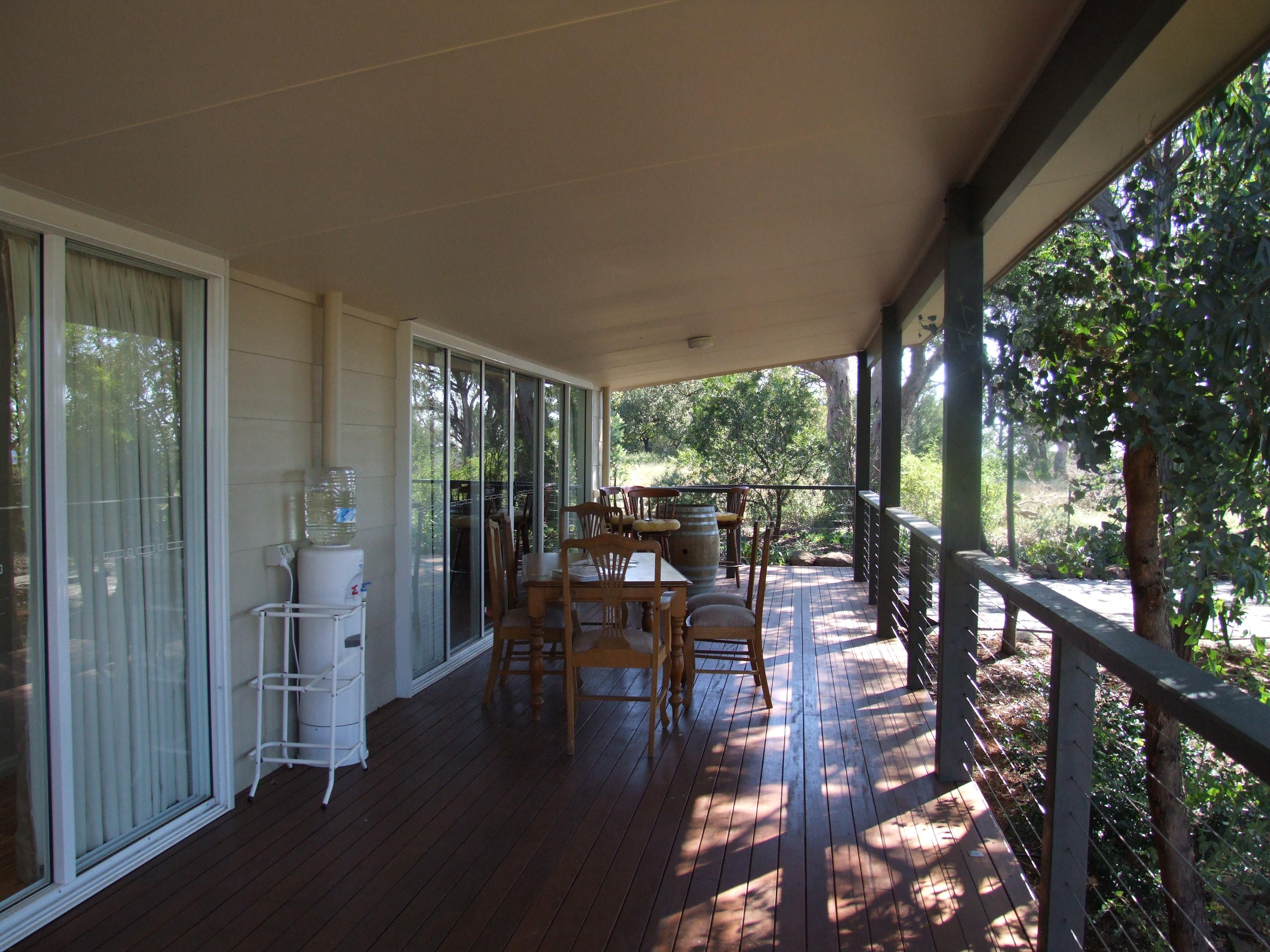 20 metre veranda off studios gallery image