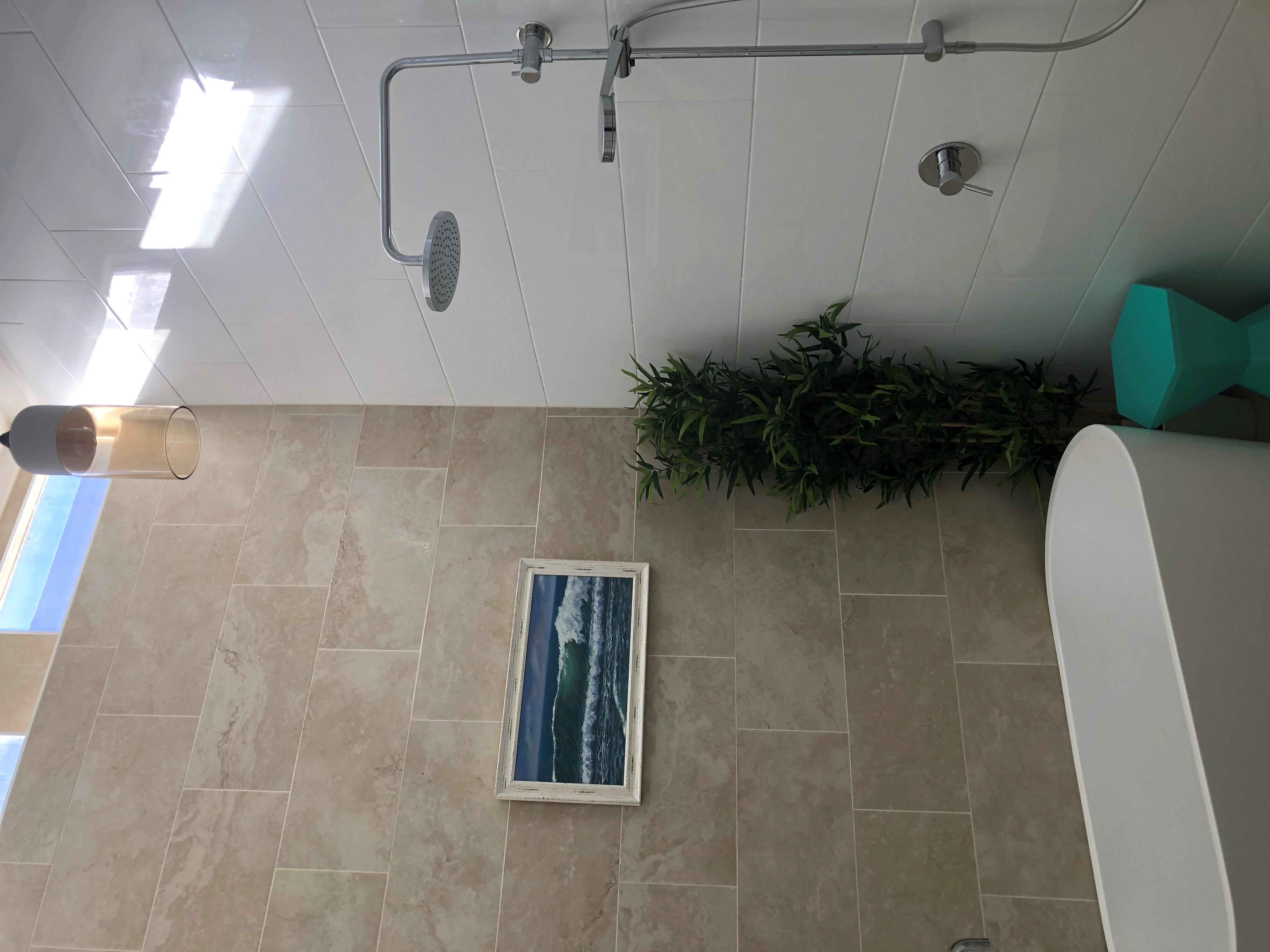Admirals Deck - Shower/bathroom gallery image