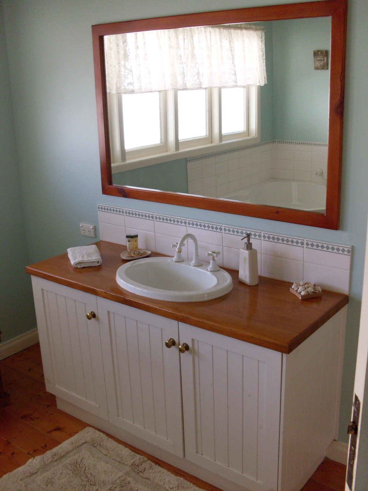 Bathroom at Paringa Cottage, Echuca - Pet Friendly gallery image