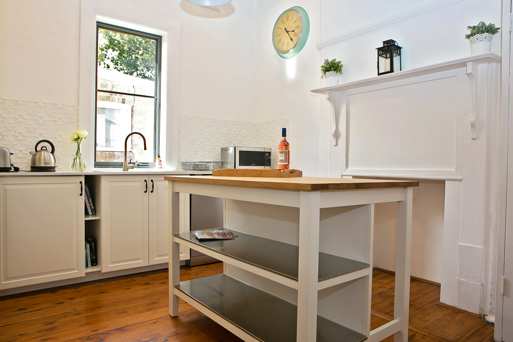 Dreamers Cottage - Newly Renovated Kitchen gallery image