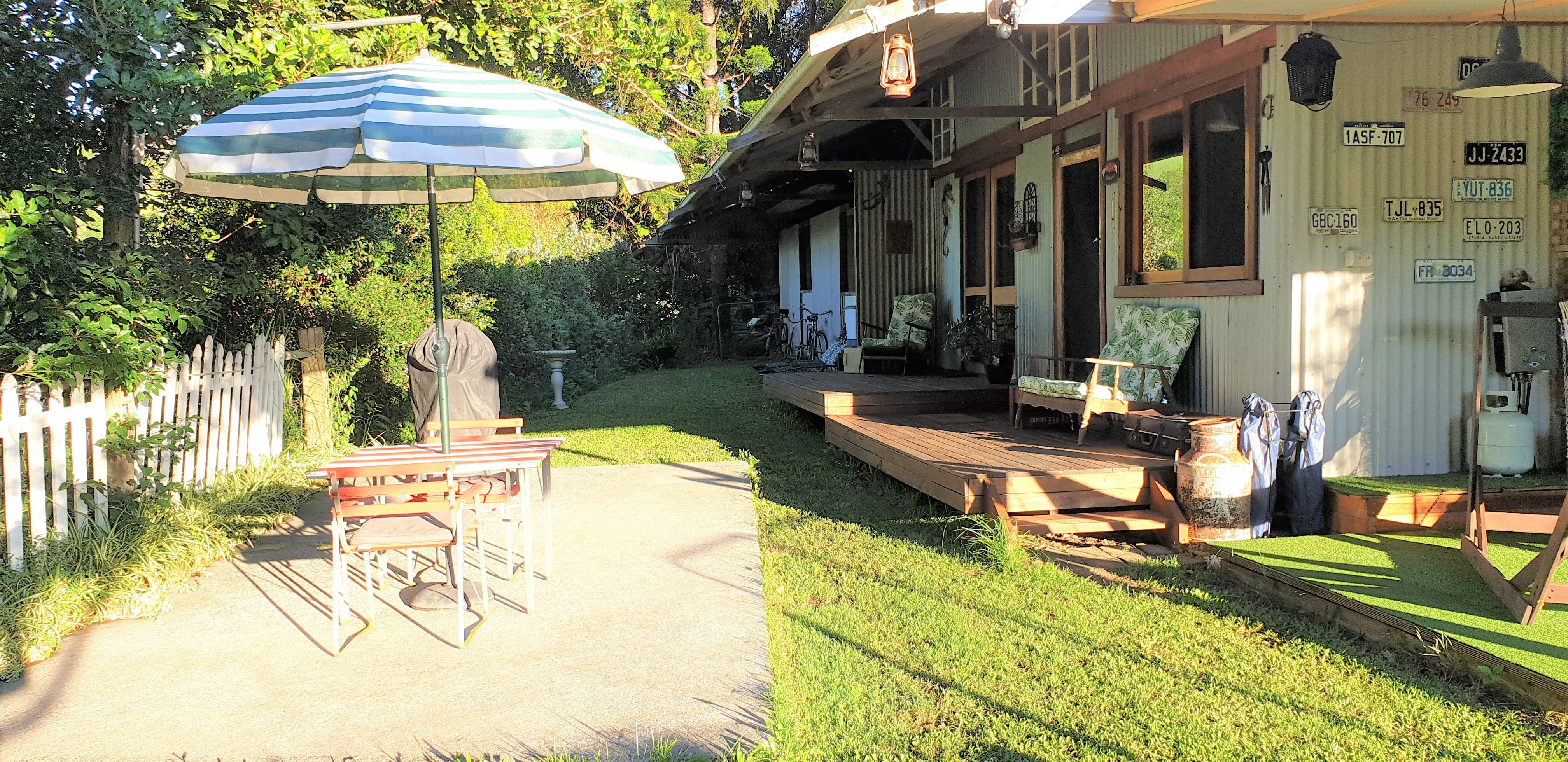 Spacious outdoor area complete with BBQ, retro tab gallery image