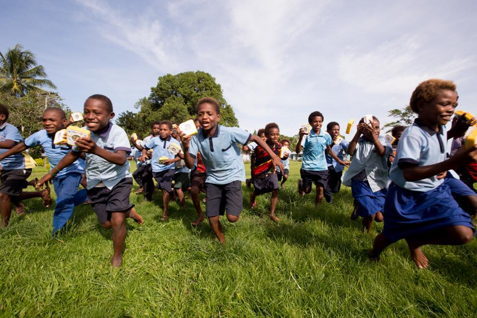 Papua New Guinea kids running with delight thanks to Solar Buddy donating solar lights