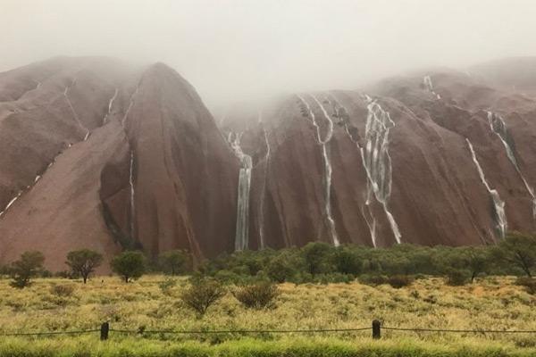 rain_on_uluru