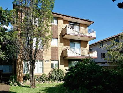 10/35 Blaxcell Street, Granville NSW 2142-1