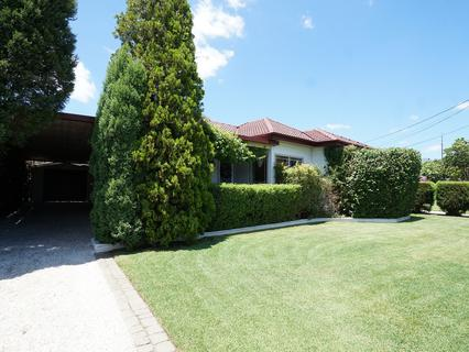 26 Barlow Cres, Canley Heights NSW 2166-1
