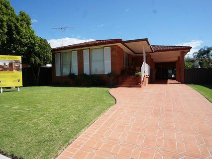 11 Como Place, St Johns Park NSW 2176-1