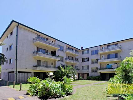 33 First Ave, Campsie NSW 2194-1