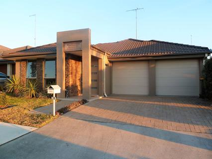 13 Marshall Ave, Ropes Crossing NSW 2760-1