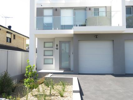 12 Hollywood Street, South Wentworthville NSW 2145-1