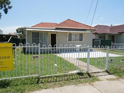 33 Foxlow Street, Canley Heights NSW 2166-1