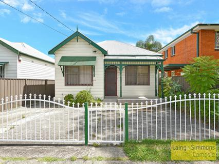 61 Eighth Ave, Campsie NSW 2194-1