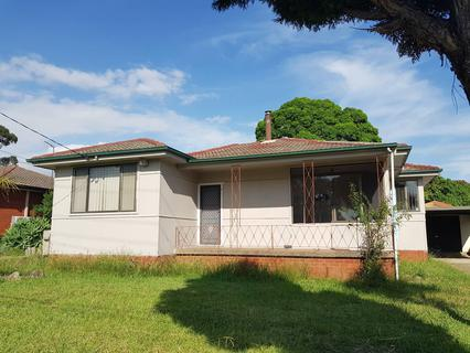 53 Musgrave Cres, Fairfield West NSW 2165-1