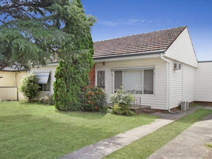 3 Banksia Crescent, Fairfield East NSW 2165-1