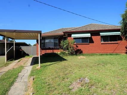 15 Fernlea Pl, Canley Heights NSW 2166-1