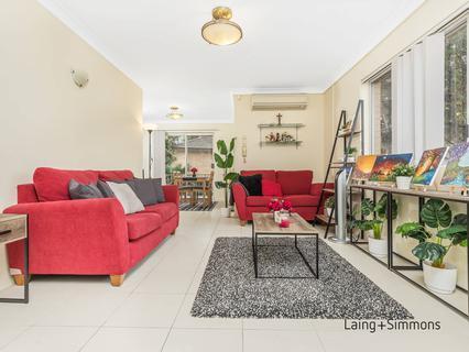 1/2 Jessie Street, Westmead NSW 2145-1