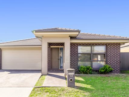 13 Tussock Street, Ropes Crossing NSW 2760-1