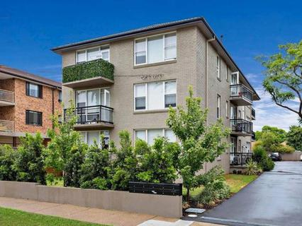 8 Fifth Ave, Campsie NSW 2194-1