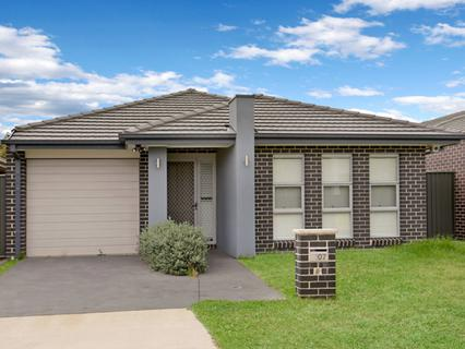 107 Howarth Street, Ropes Crossing NSW 2760-1
