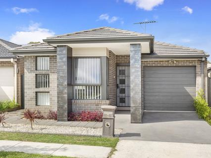 6 Colman Close, Ropes Crossing NSW 2760-1