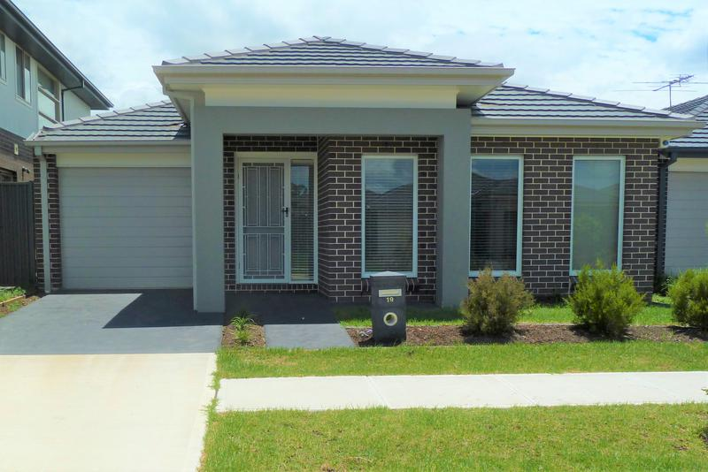 19 Finsbury Circuit, Ropes Crossing NSW 2760-1