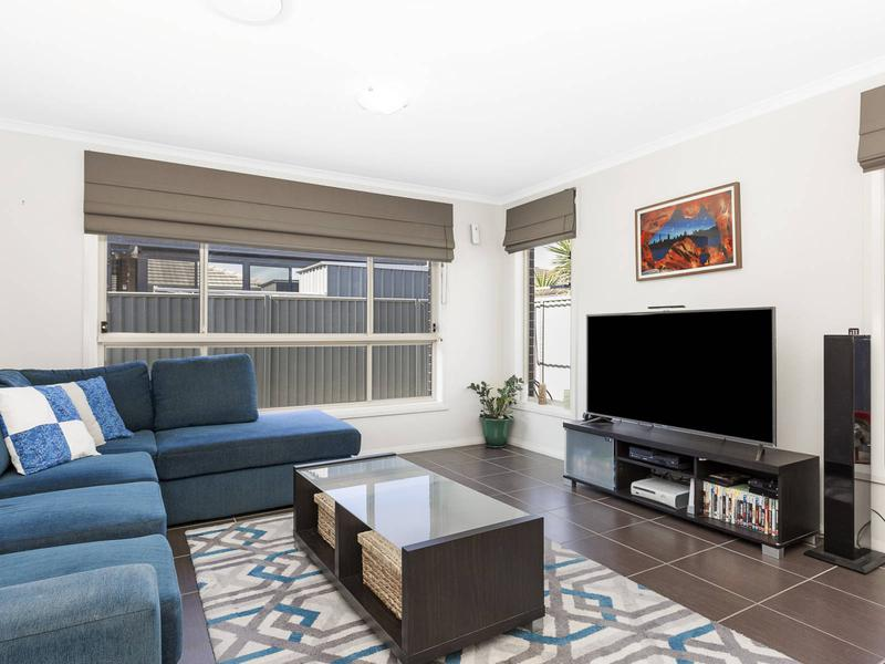 28 Finsbury Circuit, Ropes Crossing NSW 2760-1