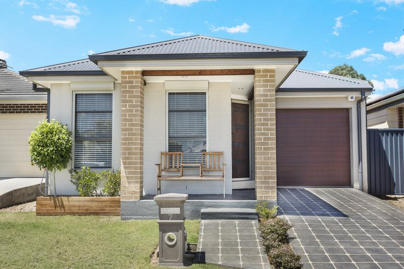 7 Ancher Place, Ropes Crossing NSW 2760-1