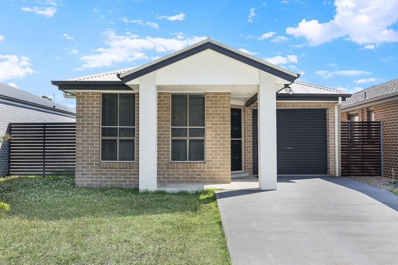 35 Moluccana Crescent, Ropes Crossing NSW 2760-1