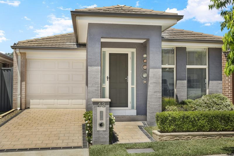 43 Wiseman Circuit, Ropes Crossing NSW 2760-1