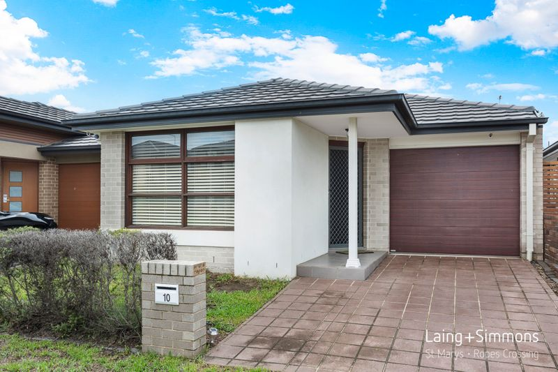 10 Finsbury Circuit, Ropes Crossing NSW 2760-1