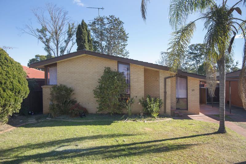 35 Glencoe Avenue, Werrington County NSW 2747-1