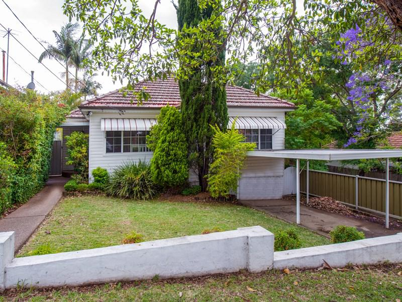 42 Rosebank Avenue Kingsgrove NSW 2208-1
