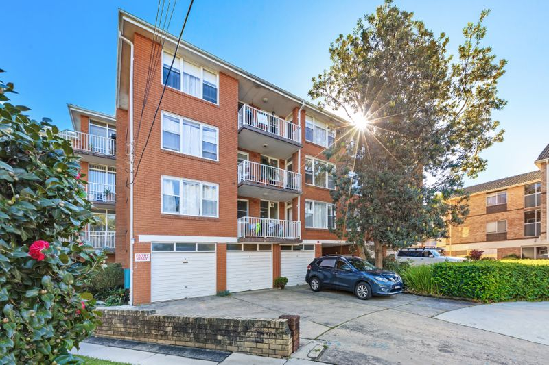 2/4-5 Kempsey Close, Dee Why NSW 2099-1