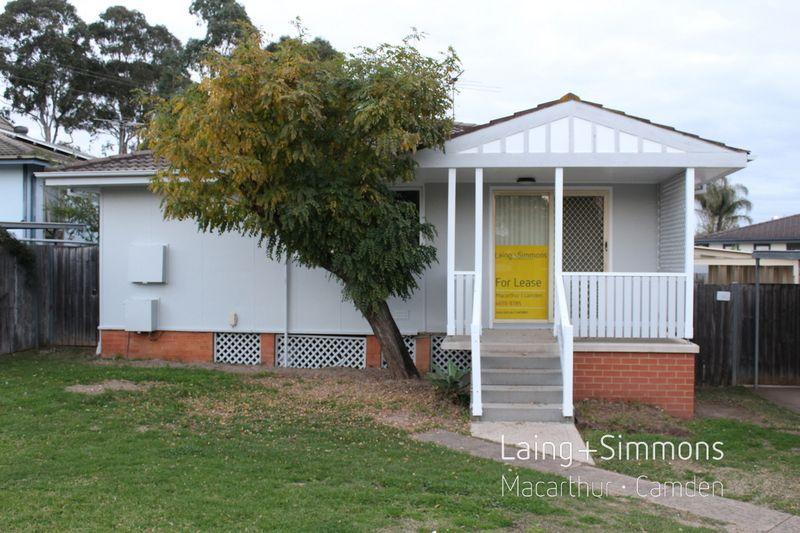 8 Gossamer Place, Macquarie Fields NSW 2564-1