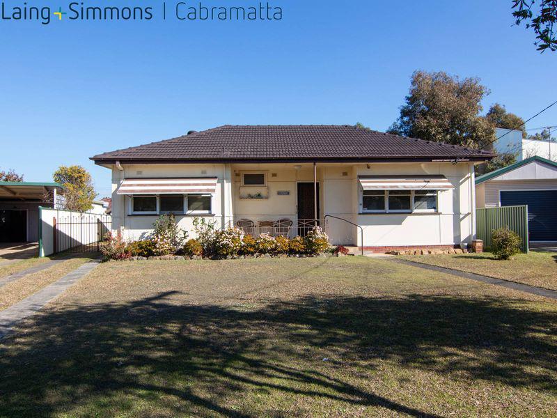 32 Dan Crescent, LANSVALE NSW 2166-1