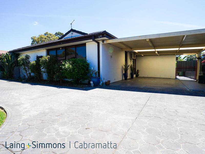 10 Geelong Crescent, ST JOHNS PARK NSW 2176-1