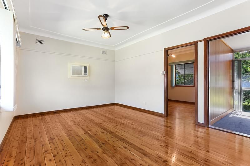 34 Hugh Avenue, Peakhurst NSW 2210-1
