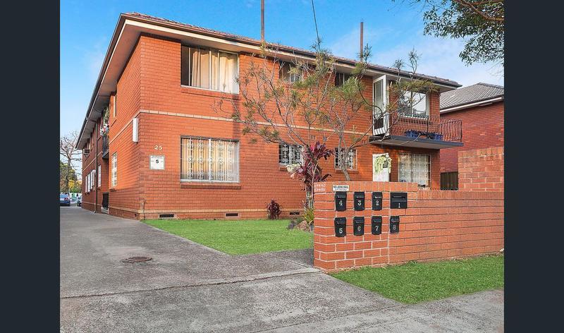 2/25 Second Avene, Campsie NSW 2194-1
