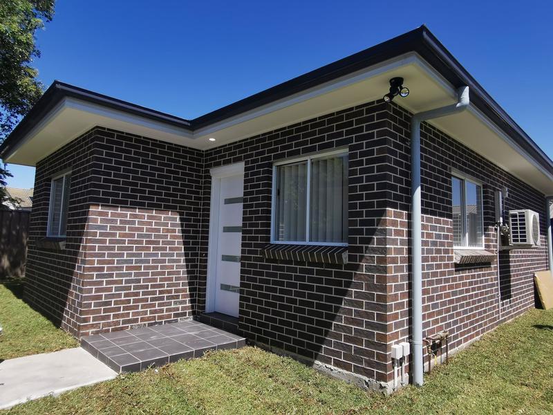 8a Burke Road, Lalor Park NSW 2147-1