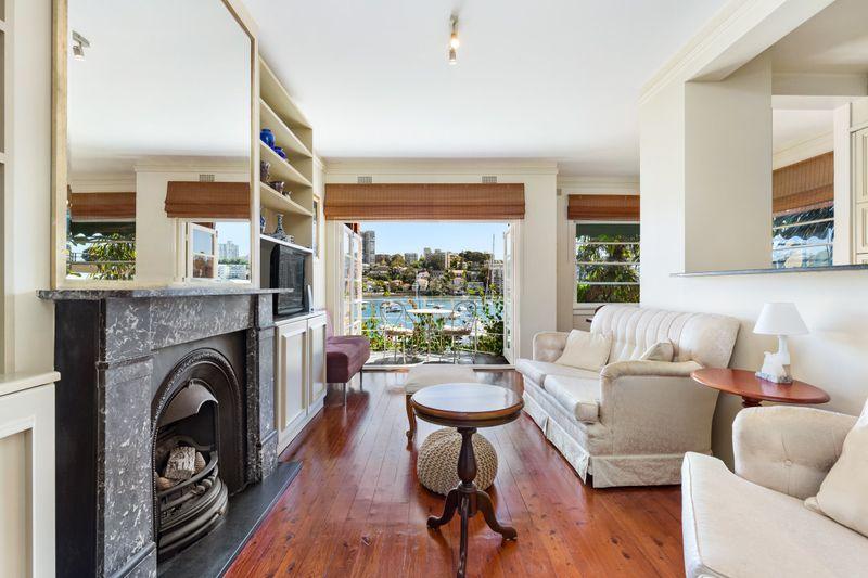 2/13 Gladswood Gardens, Double Bay NSW 2028-1