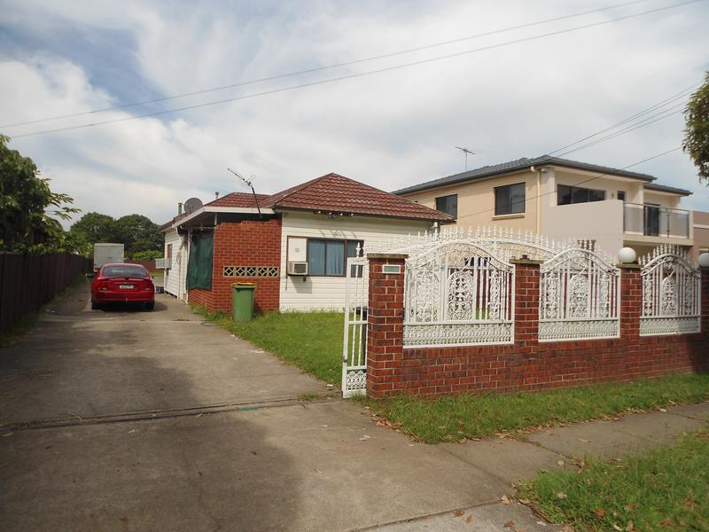 10 VERON ST, Fairfield East NSW 2165-1