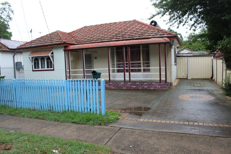 90 Railway Parade, Canley Vale NSW 2166-1