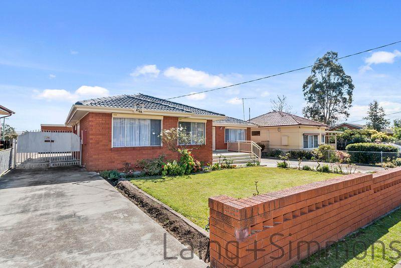 17 West Street, Lurnea NSW 2170-1