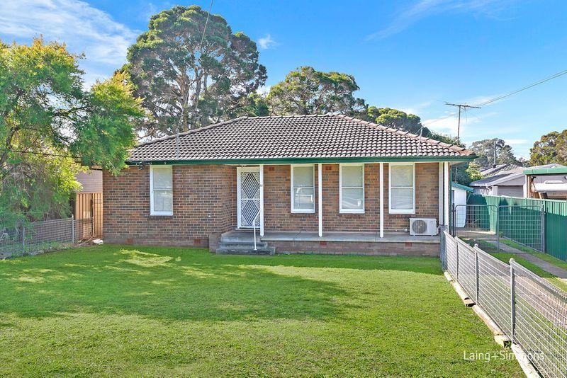 35 Lucena Crescent, Lethbridge Park NSW 2770-1