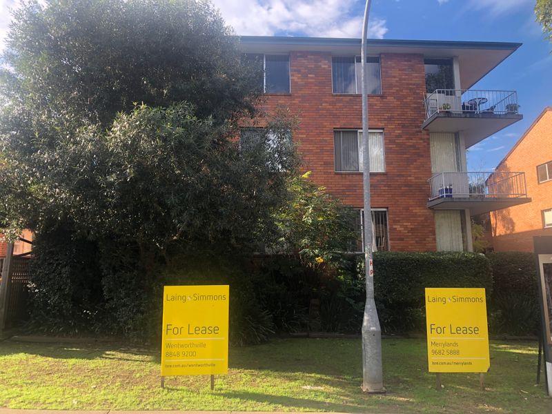 2/11 Queen Road, Westmead NSW 2145-1