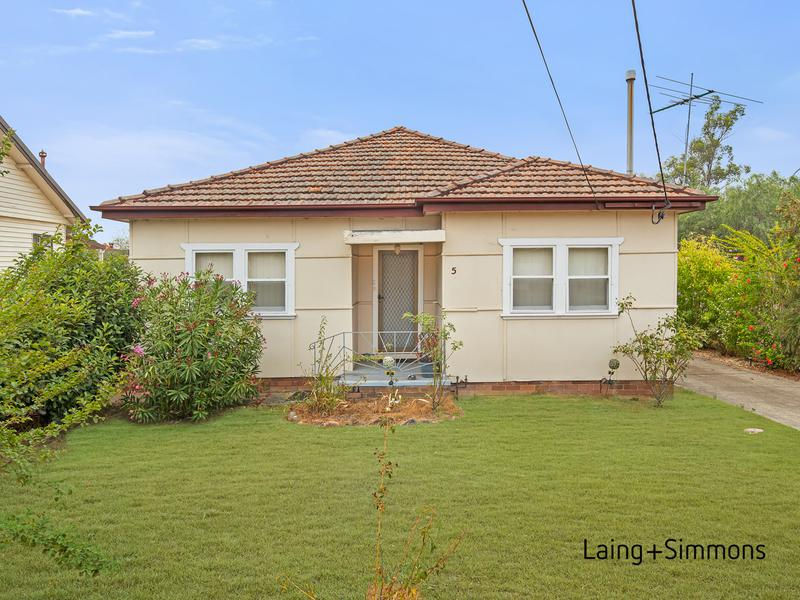 5 Jewelsford Road, Wentworthville NSW 2145-1