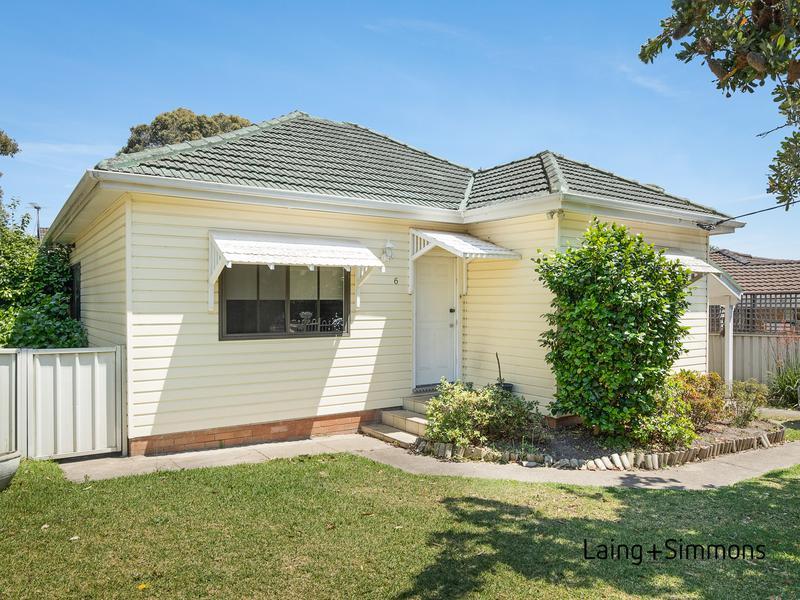 6 Ballandella Street, Toongabbie NSW 2146-1